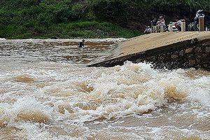 Cán bộ y tế xã mất tích trên sông Kỳ Cùng