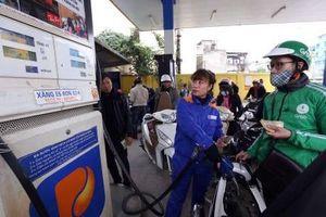 Petrolimex giảm 300 đồng/lít xăng dầu tri ân khách hàng