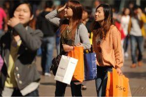 Dân Trung Quốc thắt chặt hầu bao khi nền kinh tế khó khăn
