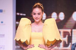 Minh Hằng bị chê với mẫu váy dựng phồng khó hiểu