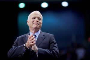 Thượng nghị sĩ John McCain từ bỏ việc điều trị ung thư