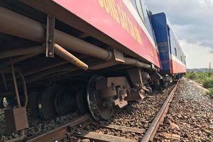 Tàu hỏa bất ngờ trật khỏi đường ray tại Bình Thuận, đường sắt Bắc Nam tê liệt