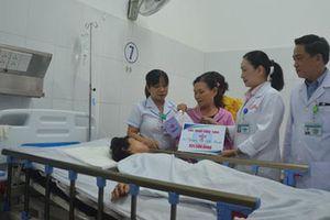 Trao 2,5 tỉ đồng hỗ trợ 4 nạn nhân vụ xe rước dâu gặp nạn