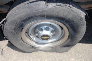 Nổ lốp ô tô gây tử vong và mối nguy hiểm cần phòng tránh