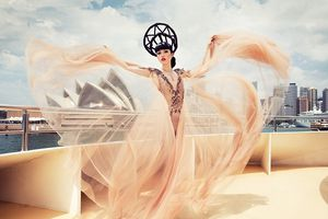 Jessica Minh Anh làm NTK mang thời trang Việt đến Paris