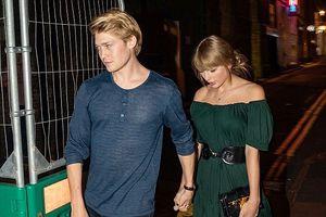 Taylor Swift gợi cảm với đầm trễ vai, hẹn hò lãng mạn với bạn trai