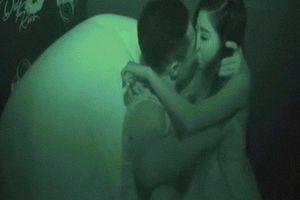 'Nóng mắt' với chương trình hôn nhau đắm đuối để tìm người yêu