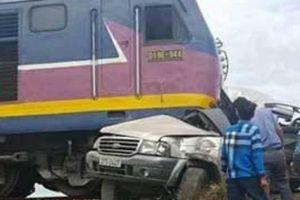 Tin mới nhất về vụ tàu hỏa đâm xe 7 chỗ về quê thắp hương ngày rằm