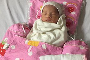 Bé gái nặng 3,2 kg chào đời khỏe mạnh dù mẹ hôn mê suốt 3 tháng