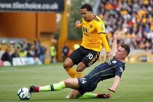 Ngoại hạng Anh: Tân binh Wolverhampton khiến Man City ôm hận