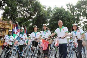 Hàng trăm người đạp xe trong Ngày Gia đình ASEAN tại Hà Nội