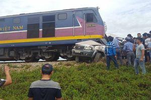 Hiện trường vụ tàu hỏa đâm ô tô khiến 4 người thương vong tại Nghệ An