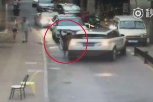 Quên kéo phanh tay, nữ tài xế bị ô tô của mình cán qua người