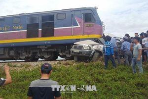 Tàu hỏa tông nát xe 7 chỗ tại Nghệ An, 2 người tử vong tại chỗ