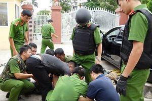 Lao ôtô vào trụ sở công an, hung hãn đe dọa nhiều cán bộ