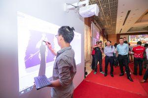 Canon giới thiệu máy chiếu có thể vẽ, tô màu trên màn hình