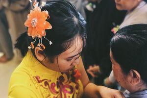 Hàng trăm người dân Sài Gòn xúc động rơi nước mắt trong lễ hoa hồng gài áo ở Đại lễ Vu Lan