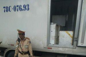 Thanh Hóa: CSGT bắt xe tải chở hơn 3 tạ nội tạng hôi thối