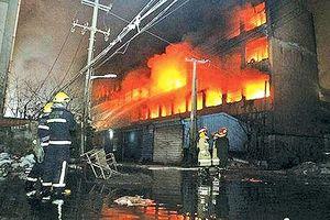Hiện trường vụ cháy kinh hoàng tại khách sạn, 19 người chết ở Trung Quốc