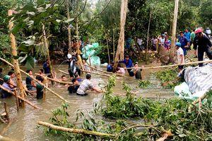 Cống kiểm soát lũ bị vỡ , hàng trăm hộ dân trần mình cứu lúa