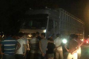 Xe tải tông nhóm người cấp cứu tai nạn, 6 người thương vong