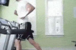 Chộp khoảnh khắc 'thót tim' trong phòng tập gym