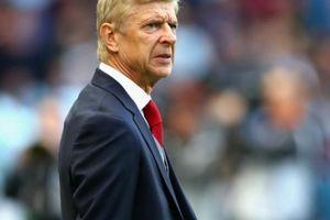 HLV Wenger phải thuê vệ sĩ trong 2 năm cuối ở Arsenal