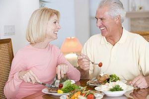 Người già bị táo bón nên ăn gì để nhanh khỏi?