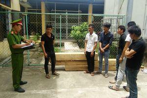 Quảng Bình: 6 thanh niên liều lĩnh xông vào trạm bảo vệ rừng để cướp gỗ
