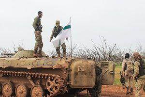 Hàng ngàn tay súng nổi dậy chuẩn bị tấn công quân Syria ở Hama, Aleppo