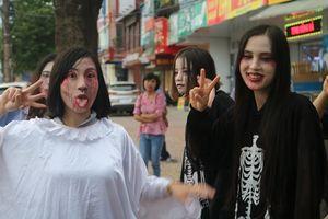 Nhóm thanh niên cải trang ma quái gây náo loạn đường phố