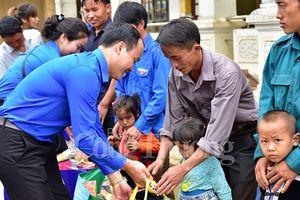 Đoàn thanh niên Bộ Công Thương chia sẻ khó khăn với bà con vùng lũ Lai Châu