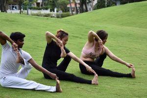 Yoga: Tăng cường sức mạnh cho bụng với 'tư thế Bắn cung'