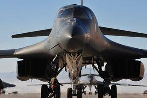 Mỹ đưa tàu tên lửa và oanh tạc cơ đến Trung Đông, chuẩn bị tấn công Syria