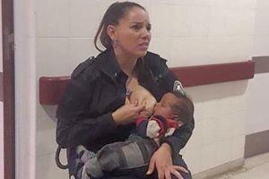 Cho em bé suy dinh dưỡng bú, nữ cảnh sát xinh đẹp được thăng hàm