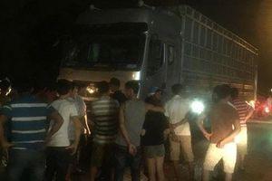 Xe tải tông nhóm người đang cấp cứu nạn nhân, 6 người thương vong