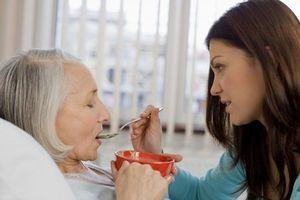 Những lưu ý khi chăm sóc người bệnh sau tai biến mạch máu não