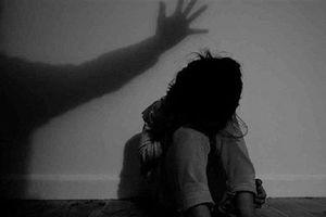 Bé 3 tuổi nghi bị cha ruột hiếp dâm