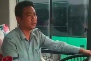 Chuyến 'xe bus tình yêu' mai mối thành công cho 23 đôi trẻ
