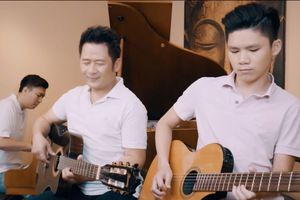 Con trai Bằng Kiều đệm đàn cho bố cover hit 'Người hãy quên em đi'