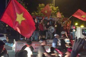 Biển người xứ Nghệ xuống đường mừng thắng lợi U23 Việt Nam