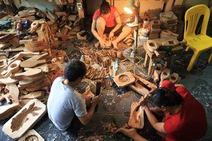 Clip: Nghệ nhân 35 năm giữ nghề đục khuôn bánh trung thu cổ truyền