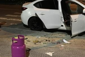 Bắt giữ người đàn ông đập phá hàng loạt ôtô, cướp xe tài xế Grab