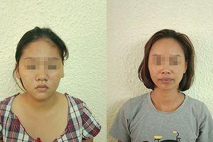 Hai nữ 'đạo chích' trộm tiền của người nước ngoài