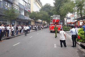 Khói đen bên trong trung tâm thương mại ở Sài Gòn