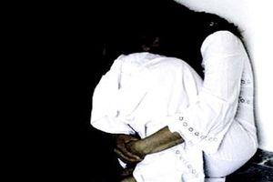Bốn thanh thiếu niên thay nhau hiếp dâm bé gái trong đêm