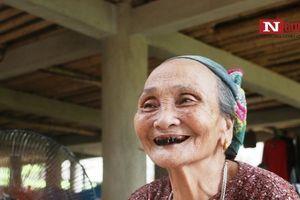 Bà nội U80 luôn xem thủ môn Bùi Tiến Dũng thi đấu và cổ vũ U23 Việt Nam