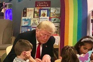 Cư dân mạng 'dậy sóng' vì Tổng thống Trump tô sai màu quốc kỳ