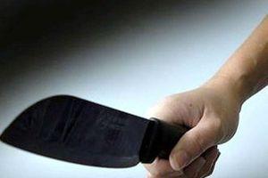 Con bị dọa đánh, bố nghi vác dao đâm nam sinh lớp 11 tử vong