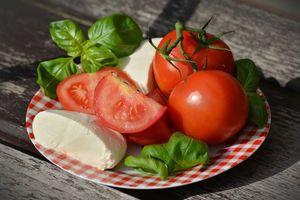 Trẻ hóa làn da với 10 thực phẩm dễ tìm